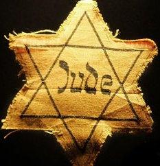 Het hoofd personage in het boek was Jood. Deze ster is van textiel en is het symbool dat Joden op hun kleren moesten dragen tijdens Hitler zijn bewind.