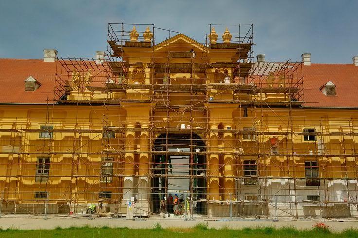Průběh oprav koníren na zámku v Lednici