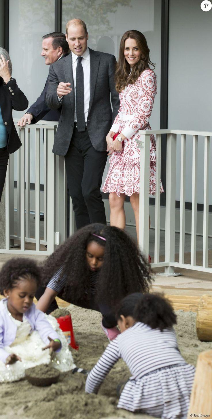 Le prince William et Kate Middleton, duc et duchesse de Cambridge, ont découvert le travail de la Société des Services pour les Immigrants de Colombie-Britannique (ISSBC) à Vancouver en compagnie du Premier ministre Justin Trudeau et de son épouse Sophie Grégoire Trudeau, dans le cadre de leur voyage officiel au Canada, le 25 septembre 2016.