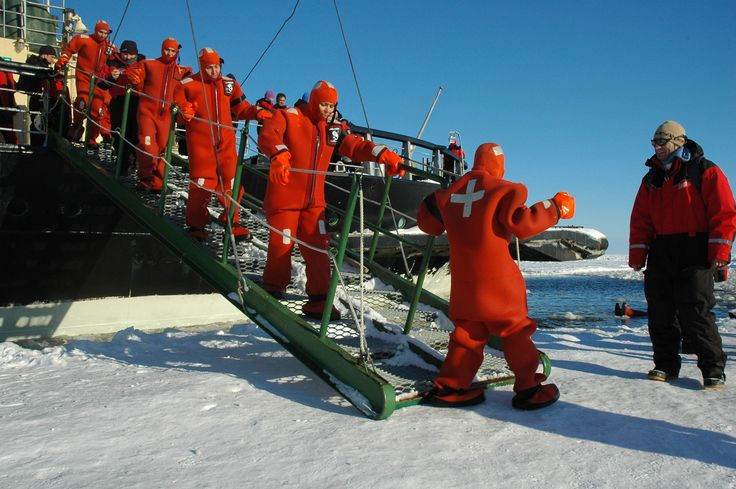 Survival suit swimmers ready for action.   Photo: Kemin matkailu