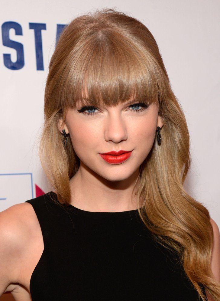 Pin for Later: Taylor Swift: De Jeune Star De La Country à Femme Fatale 2012