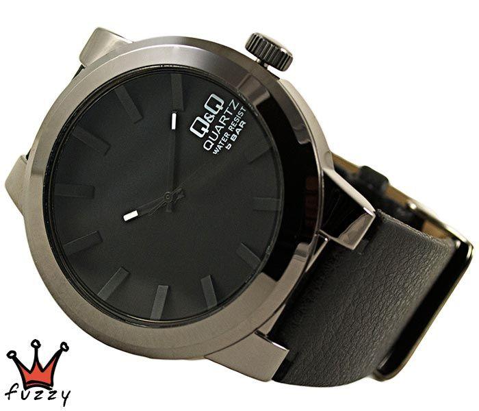 Ανδρικό ρολόι Q&Q, με μηχανισμό MIYOTA, σε μαύρο χρώμα.  Λουράκι σε μαύρο χρώμα από δερματίνη. Διάμετρος καντράν 45 mm. Στεγανοποίηση 5 ΑΤΜ (κατάλληλο για πλύσιμο χεριών, βροχόπτωση, κρύο ντους).