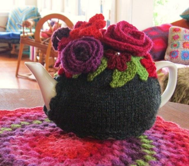 Beautiful crochet flowers tea cosy by Alice Best <3
