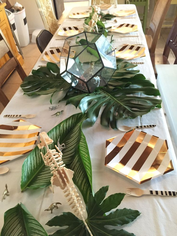 Geometric dinosaur baby shower. This would be a cute little boy party too!