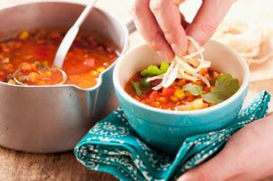 Soupe végétarienne aux croustilles tortillas