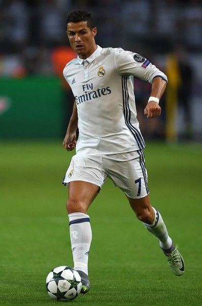 Real Madrid's Portuguese forward Cristiano Ronaldo vies for the ball during the UEFA Champions League first leg football match between Borussia Dortmund and Real Madrid at BVB stadium in Dortmund, on September 27, 2016. / AFP / PATRIK STOLLARZ
