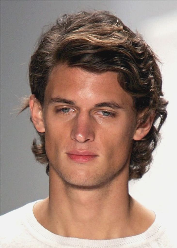 Medium Length Hairstyles For Men With Thick Straight Hair More Picture Medi Hairstyles Length M Mens Hairstyles Medium Curly Hair Men Wavy Hair Men