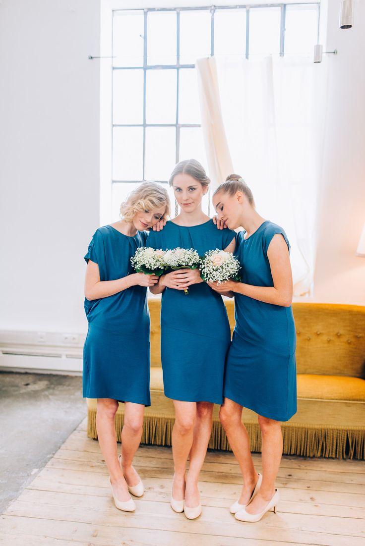 Brautjungfernkleider in blau und Blumenstrauß in weiß und pfirsich  ❤  Bridesmaidsdresses in blue and flower bouquets in white and peach