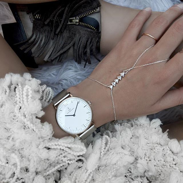 Hand chains for days anytime // #WCOgirlgang @evaacatherine wears Dusk To Dawn Silver & Marble Hand Chain