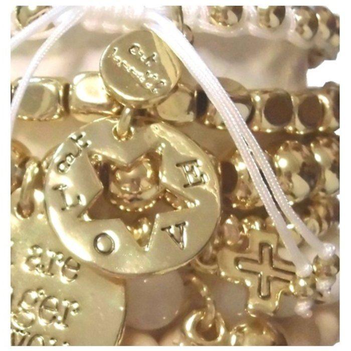 恋人や友達と分けて使えるブレスレットセット。CAT HAMMILL かわいい ブレスレットセット ゴールド ハート キャットハミル heart bracelet set おしゃれ チャーム レディース ブレスレッド お洒落 重ね付け ペア お揃い かさねづけ アクセサリー 海外ブランド