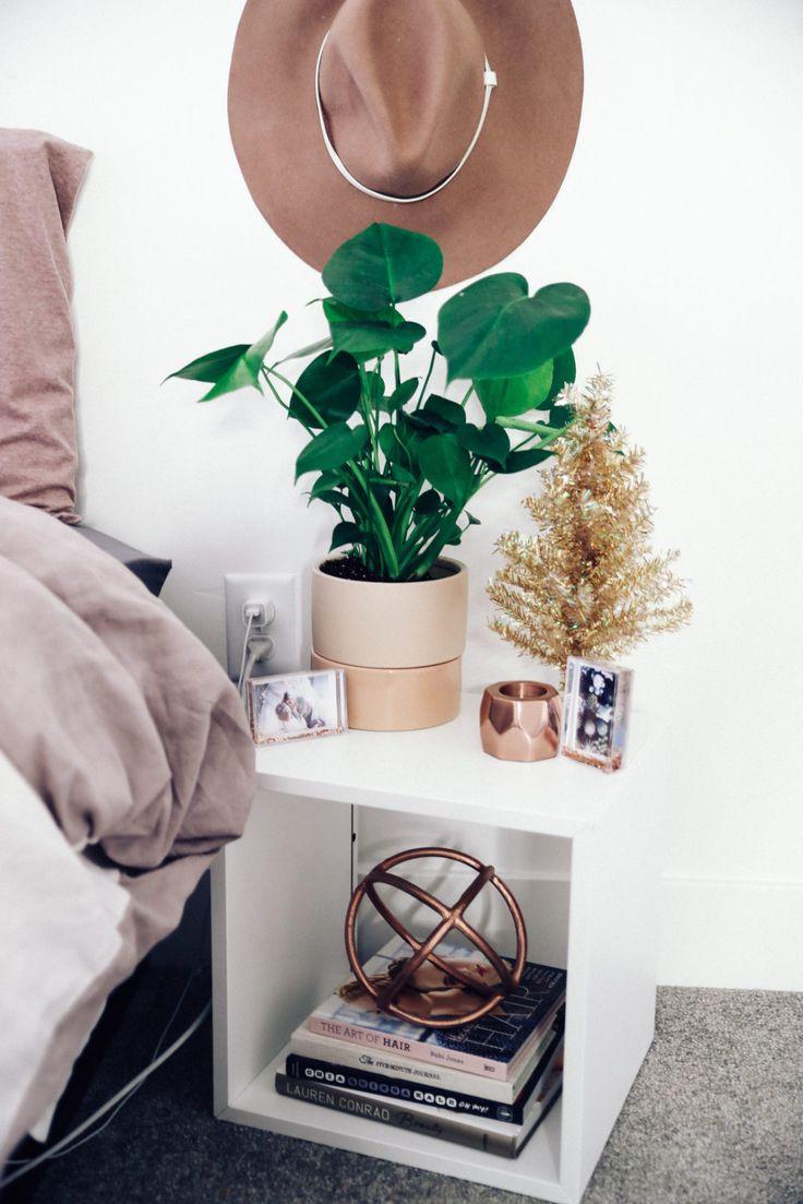Bedside table decor pinterest - Best 25 Urban Outfitters Room Ideas On Pinterest Urban Bedroom Urban Outfitters Bedroom And Urban Outfitters