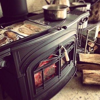 料理ができる天板を「クックトップ」といいます。鍋やダッチオーブンを載せての煮込み・焼き料理に最適。ほかにも炉内で直接グリルやグラタンなんかも作れちゃいます。