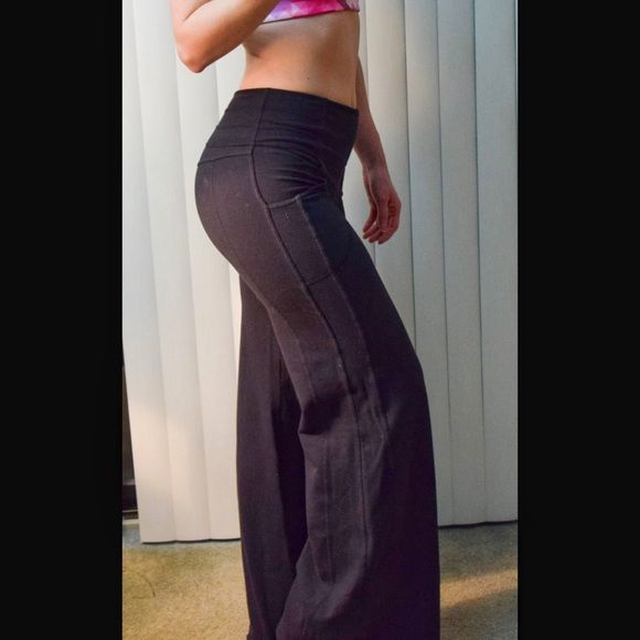 """Lululemon Wide Leg Yoga Pants Lululemon Wide Leg Yoga Pants. Size 6. These pants have an extra wide 13.5"""" leg opening. Inseam measures 33"""". Fitted through the hip and thigh. High waistband with side pockets and hidden hip pocket. In lightly used pre-owned condition. lululemon athletica Pants Boot Cut & Flare"""