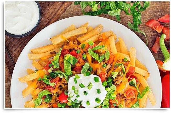Voyons comment mettre un peu de fiesta dans votre soirée mexicaine! Joignez tout le bon goût des nachos à de délicieuses frites cuites au four. Voilà une collation copieuse ou un souper léger parfait qui fera crier ARRIBA à toute votre famille!