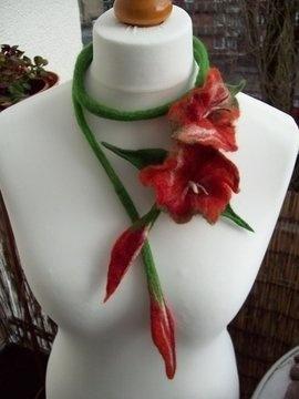 Filz-Schmuck-Kette, Blüten, rot, Lagenlook, Unikat
