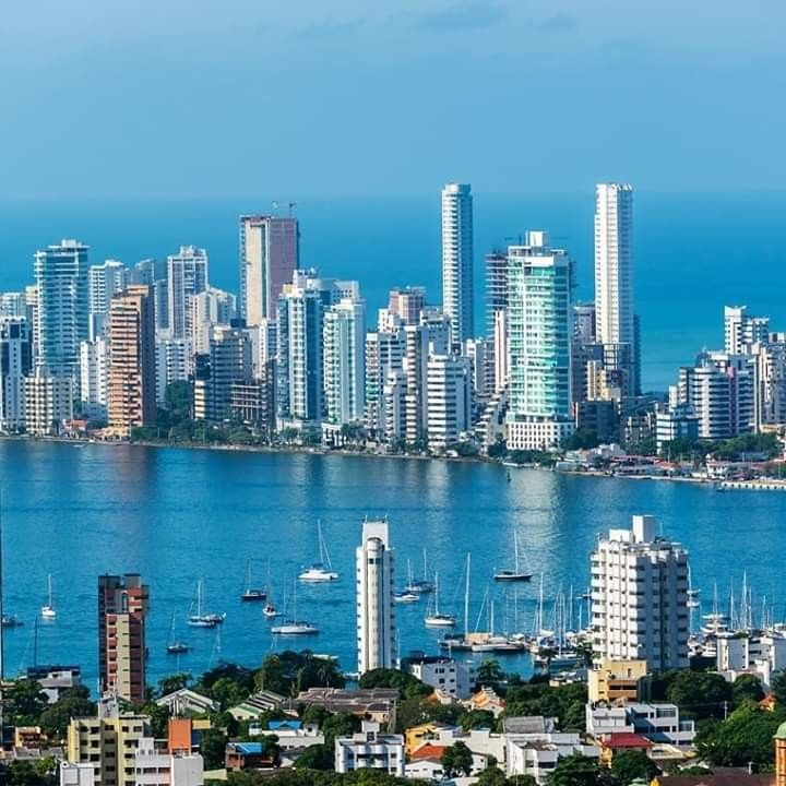 Pin By Solanyi Esteban On Buildings Towers And Skyscrapers Cartagena Skyline Visit Colombia