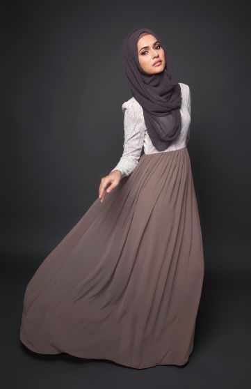 platedand Flowing smart abaya for girls (10)