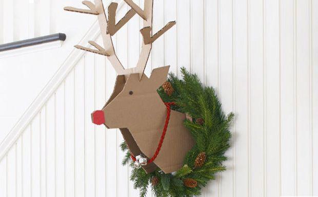 Une tête de renne en carton à votre mur - Place à la créativité ! Apportez une note d'originalité à votre déco de Noël en accrochant comme un trophée à votre mur cette superbe tête de Renne fabriqu