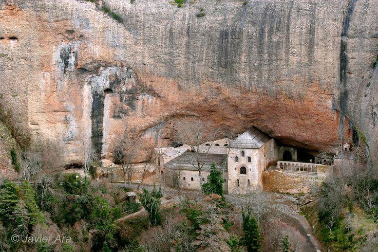Outside view of the San Juan de la Peña monastery.