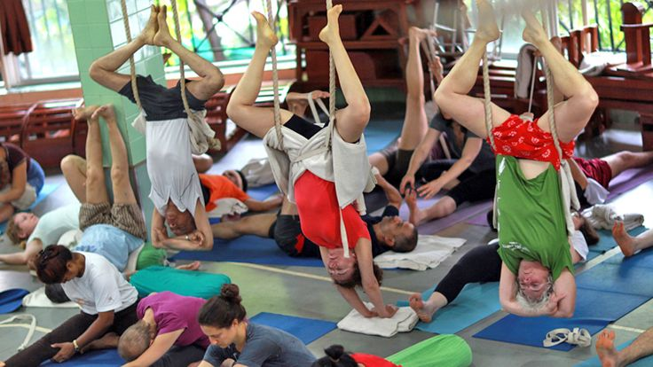 The Final Photoshoot: Yoga Guru BKS Iyengar Performing Yoga At The Age Of 95. #bksiyengar #yogaguru #yogafounder #yoga #om #namesta #yogaworld #yogaforlife