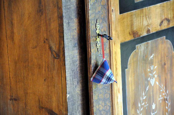 Berlingot en véritable Kelch alsacien, bonnetière polychrome