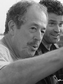 Denys Arcand est né à Deschambault en 1941. Réjeanne Padovani (1973), Gina (1975), Le Déclin de l'empire américain (1986), Jésus de Montréal (1989) et Les Invasions barbares (2003) comptent parmi ses films de fiction les plus importants.