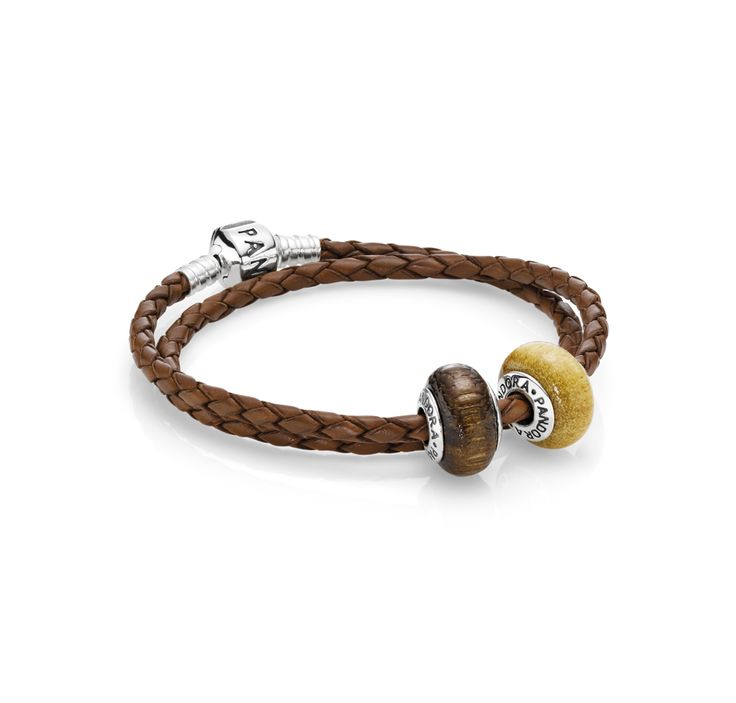 Add a couple of wood charms on a brown leather bracelet for a boho ethnic look. #PANDORA #PANDORAbracelet #PANDORAcharm