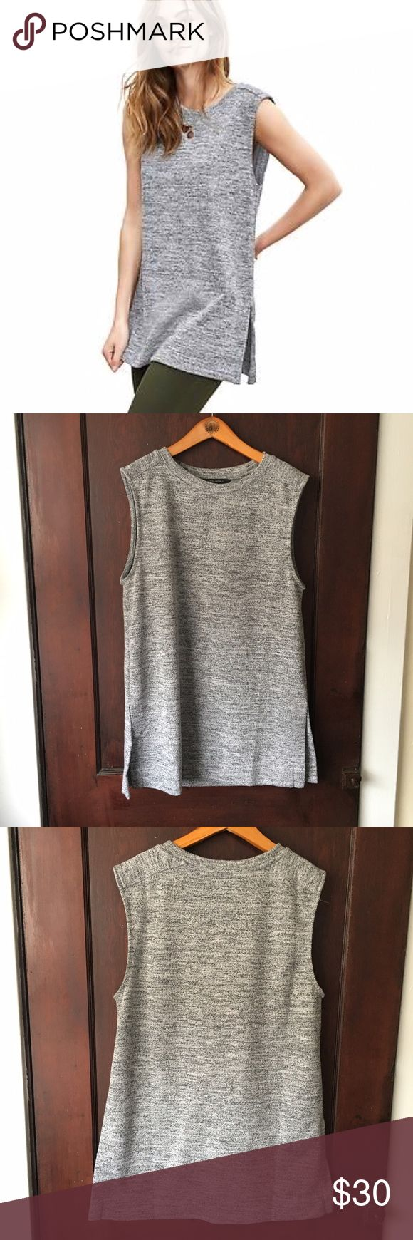 Banana Republic | Textured tunic tank This flattering tunic looks great with skinny jeans or leggings -- a closet staple! In excellent preworn condition. No trades or PayPal. Banana Republic Tops Tunics