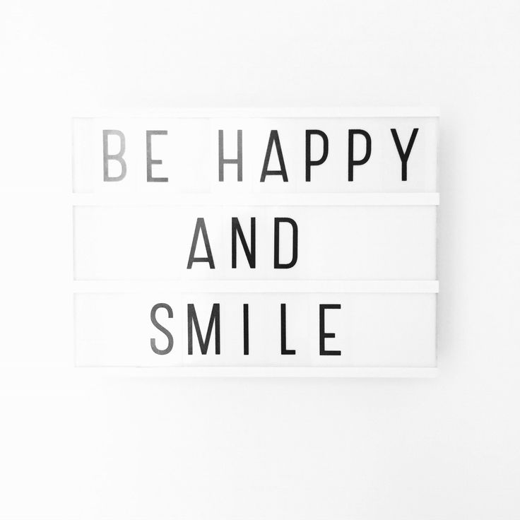 Een beetje laat vandaag, maar deadlines deadlines. Haha. So just be happy and smile. Vrolijke maandag iedereen! Xxx • #motivationalmonday #shs #studiohappystory #happystories #momo #lightbox #glorioussweets #happyandsweet #white #type #snap #weekly #girlboss #words #happiness #creative #behappyandsmile #happy #smile