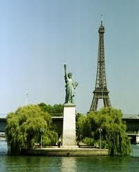 ... France and America, friends no matter what . Thanks for the help to end WWII  <3: Statue Of Liberty, Eiffel Towers, Des Cygn, Paris France, Statue De, Statues Of Liberty, Freed, New York, Place