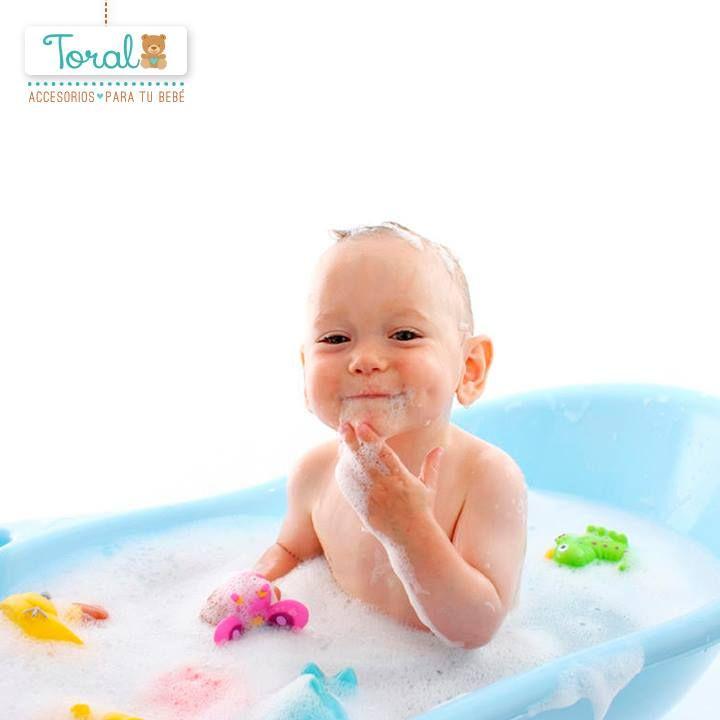 A la hora de bañar a tu bebé llena la bañera de 5 a 8 cm de agua, no necesitas más hasta que no cumpla 6 meses. TORAL Acompaña este tiempo con nuestros accesorios de baño, harán del cuidado y comodidad de tu bebé mucho más fácil ¡Le damos la bienvenida a la vida! www.bebetoral.com