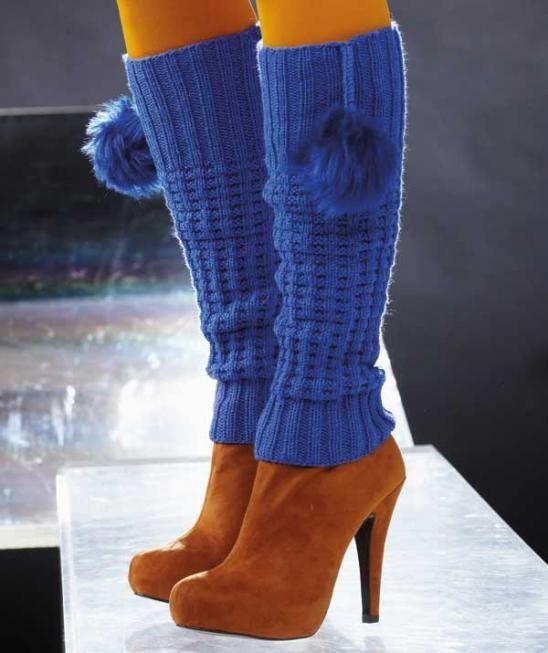 R0185 - Leuchtende Farbe, bestechendes Design. Mit diesen Beinstulpen aus Schachenmayr Regia 6-fädig machen Sie Furore! Durch die eng anliegende Passform wird das Bein optisch gestreckt. Besonderen Pfiff erhalten die Stulpen durch die Kunststoffbommel, die mit einer geflochtenen Schnur am oberen Rand befestigt sind.