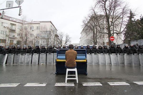 Sin duda alguna, la mejor foto de las protestas en Kiev.