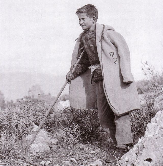 Περικλής Παπαχατζηδάκης, Νεαρός τσοπάνης Αρχαία Κόρινθος 1912 -1950