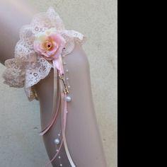 Jarretière dentelle mariage thème vintage rétro couleur pêche, sable, rose, perles, fleur, Saperlipopette Création