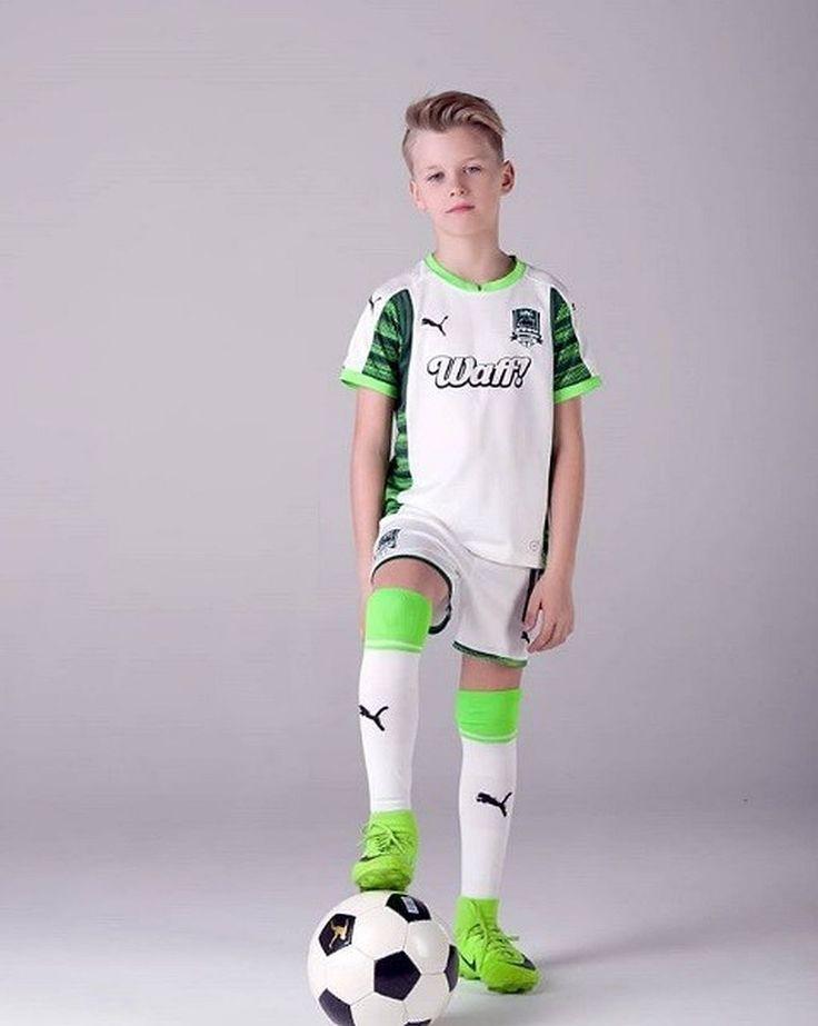 Boy In Puma Soccer Kit Jungen Boy Jungen Kit Puma Soccer Cute Outfits For Kids Boys Dress Outfits Kids Outfits