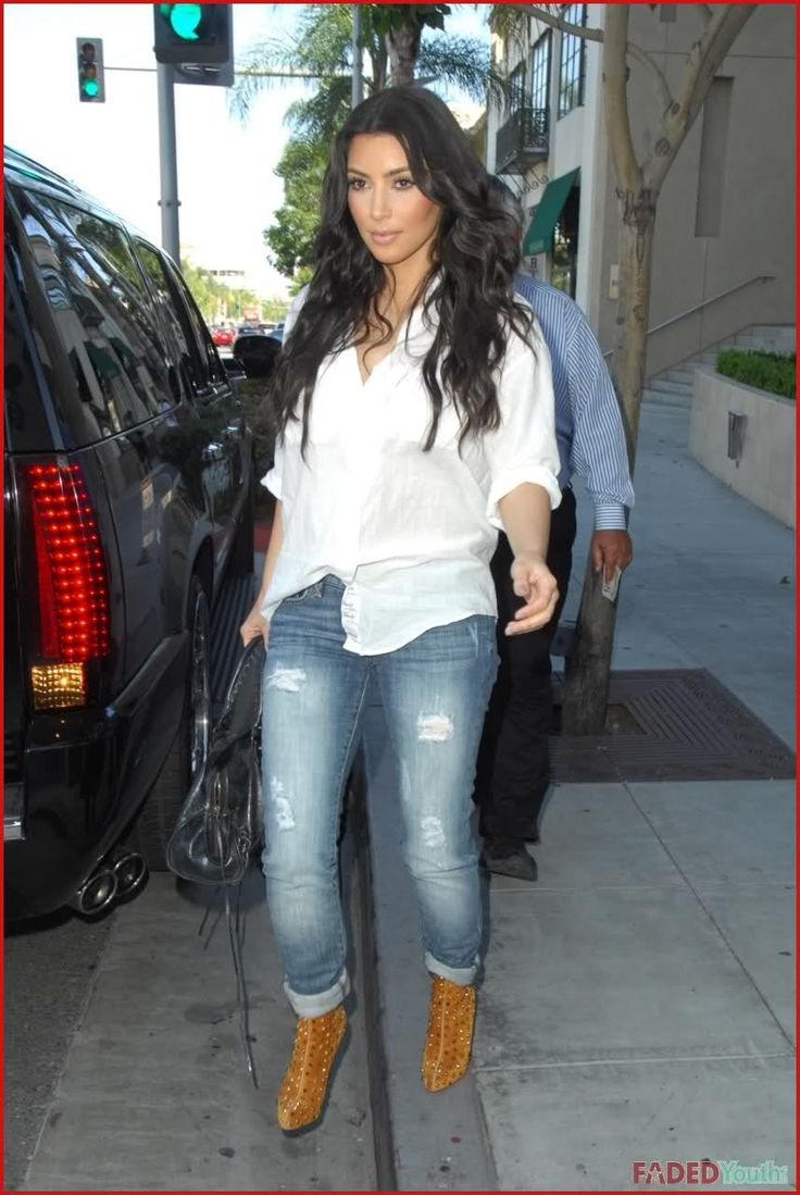 http://forum.purseblog.com/celebrity-news-and-gossip/kim-kardashian-thread-475924-6.html
