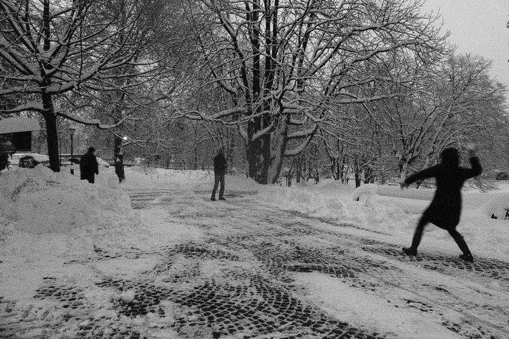 Ampak po službi! Po službi smo s pa pošteno spopadli med seboj! Kepe so letale povsod. / After work we have started a snow fight! Snowballs were in the air and everywhere.