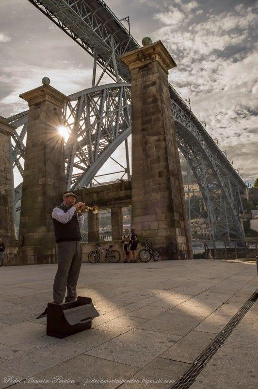Música junto à Ponte Luis I www.webook.pt #webookporto #porto #ponte