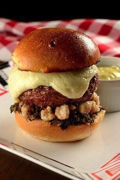 Que tal preparar um hambúrguer com ingredientes como Jambú, Tucupi e castanhas? O restaurante P.J. Clarke's ensina! Clique na imagem para ver a receita :)