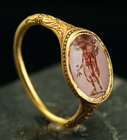 Renaissance signet ring set with intaglio.16th century, France.