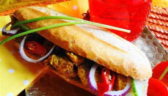 Surinaams eten – Broodje Kip Masala (brood belegd met kip masala)