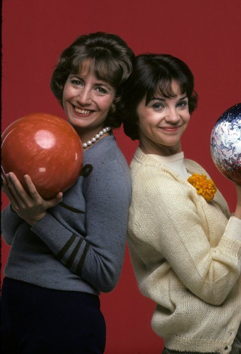 Still of Penny Marshall and Cindy Williams in Laverne & Shirley (1976)