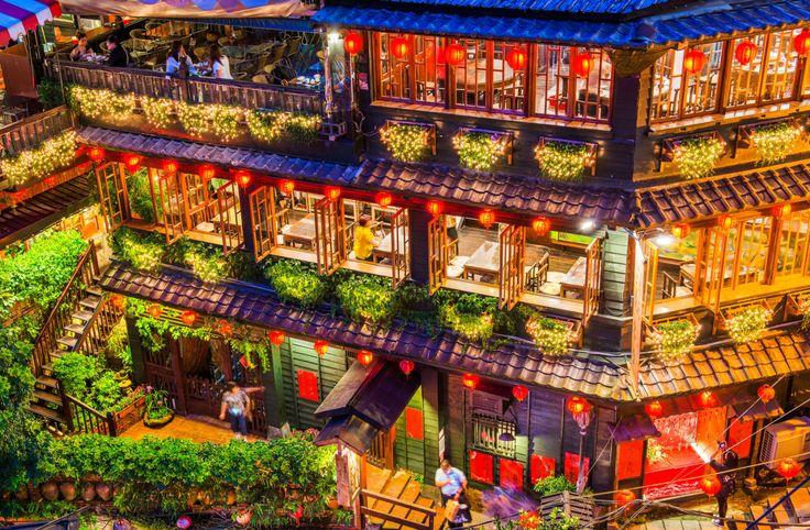 台湾を訪れる日本人観光客に大人気の「九份」。情緒あふれる街並みや眺めの良さで人気の観光地ですが、九份には「千と千尋の神隠し」のモデルになったと言われる茶芸館があるのはご存知ですか?この記事では「湯婆婆の屋敷」としても知られている「阿妹茶酒館」についてご紹介します♪