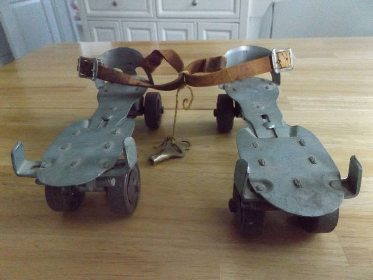 Vintage Metal Pair Adjustable Outdoor Roller Skates w/Key / #5 Union Hardware USA 50's