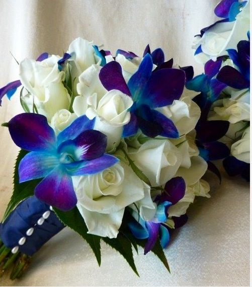 Bridesmaids bouquets. So pretty! My mom found all of these.
