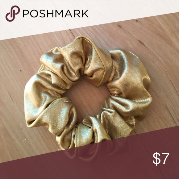 American apparel gold and black scrunchy American apparel gold and black scrunchy American Apparel Accessories Hair Accessories