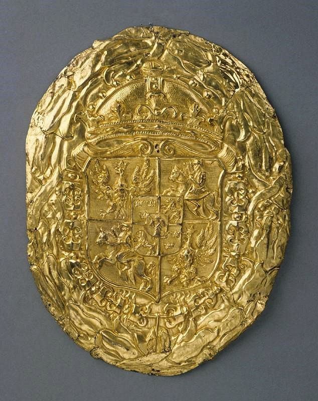 Gilded brass cartouche with coat of arms of the Polish Vasas by Anonymous from Poland, second quarter of the 17th century, Zamek Królewski na Wawelu