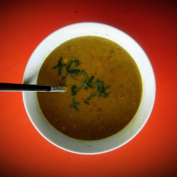 Sopa de lentejas y curry