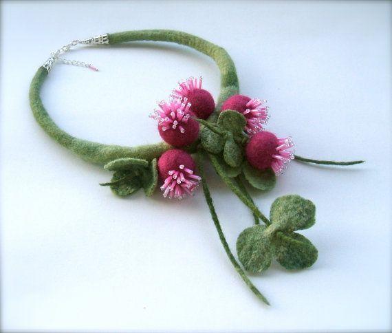 Felt necklace - Clovers-